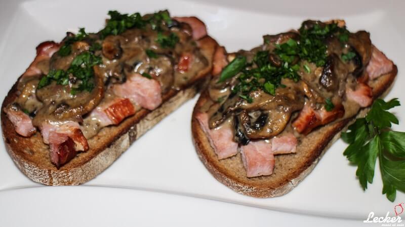 Bruschetta aus dem Ofen mit Champignons und Kassler