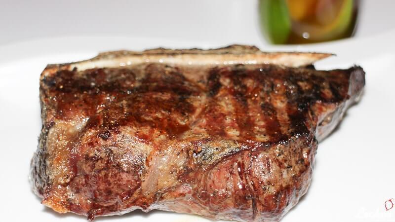 Rinderkotelett Dry-Aged vom Grill