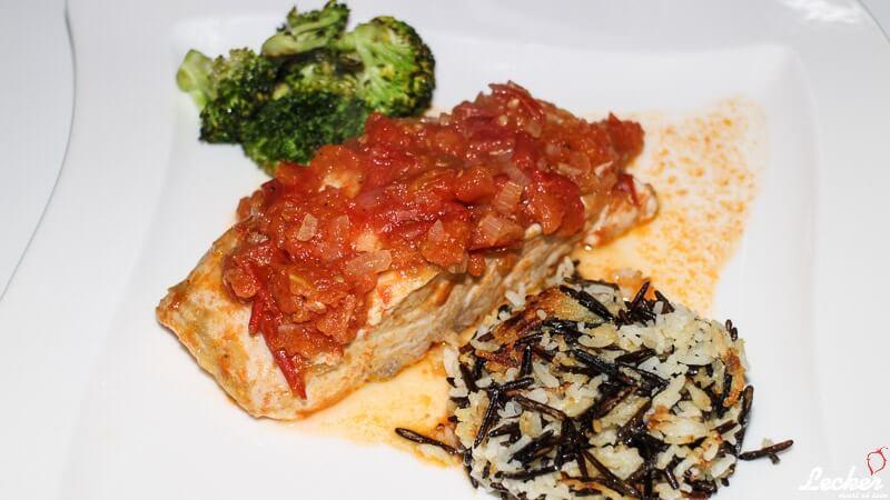Störfilet mit Tomatenkompott, Brokkoli und gebratenem Wildreis-Käse-Talern