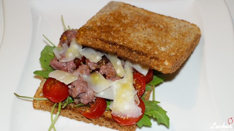Salsiccia-Tomaten-Rucola Sandwich