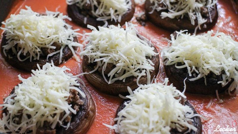 lecker_muss_es_sein_04_2014_Champignons-überbacken-mit-Rinderhackfüllung-in-Tomatensauce-4
