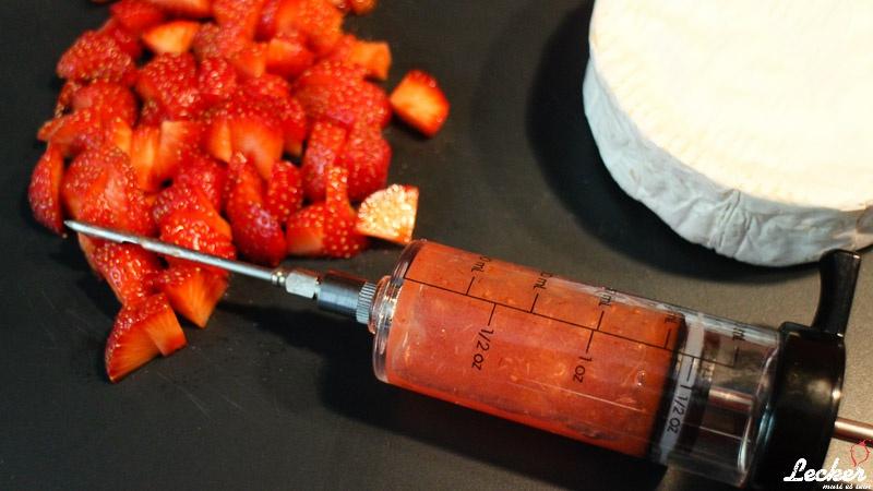 lecker_muss_es_sein_07_2014_Camembert-gefüllt-geplankt-und-überbacken-mit-Balsamicoerdbeeren-2