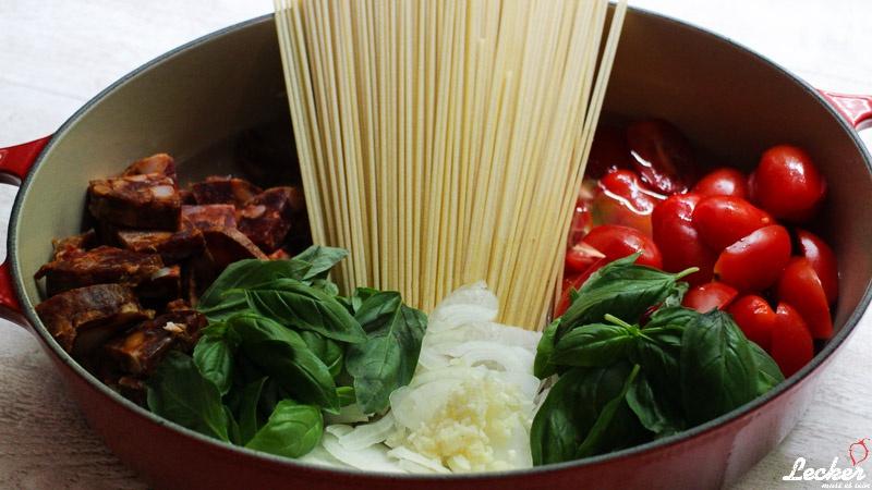 One Pot Pasta mit Tomaten und Chorizo