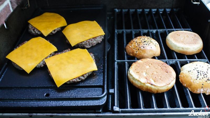 lecker_muss_es_sein_10_2014_Dry-Aged-Cheeseburger-5