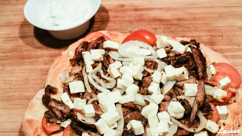 Griechische Pizza - Fladenbrot Pizza mit Gyros