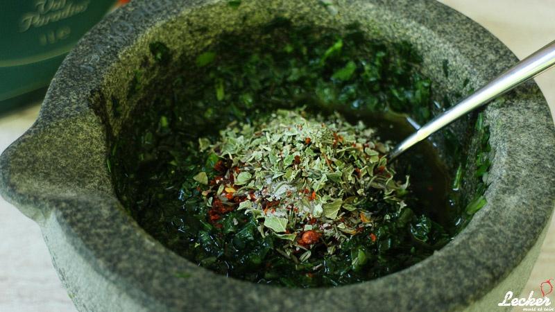 Chimichurri - Südamerikanische Sauce mit einem bone in Ribeye