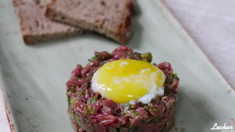 Beef Tatar - Rinderhüfte | Onsen-Ei | Kapern | Schalotten