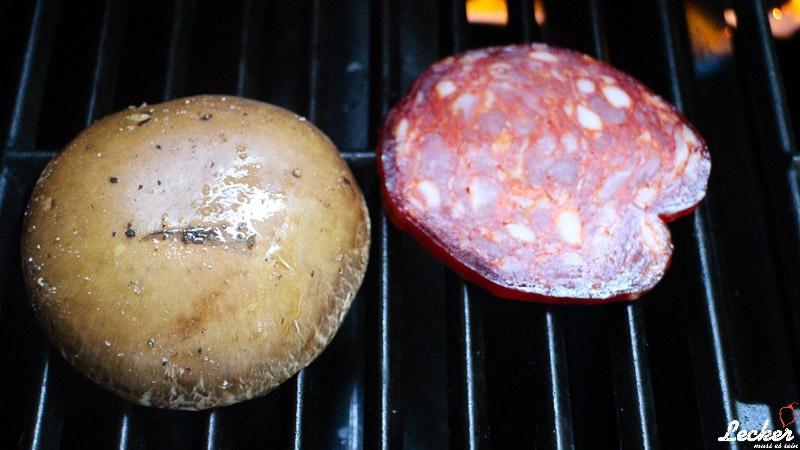 Portobello Burger mit Pestomayonnaise, Ventricina und Caciocavallo