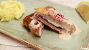 Cordon bleu mit Kartoffelstampf und Preiselbeer Hollandaise