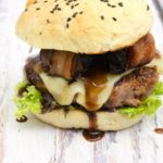 Wildschweinburger mit Preiselbeersauce und Backpflaumen