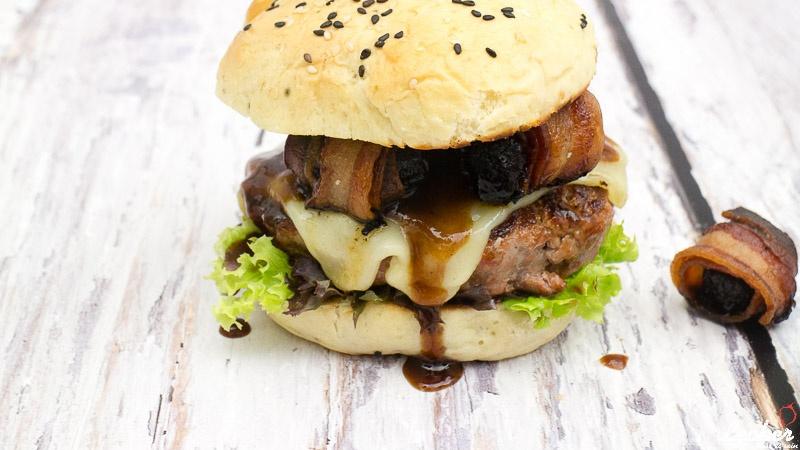 lecker_muss_es_sein_06_2016_Wildschweinburger-Preiselbeer-BBQ-Sauce-Backpflaumen-1