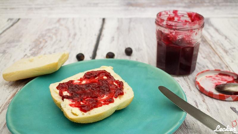 Rote Stachelbeer-Konfitüre mit Apfel, Holunder und Vanille