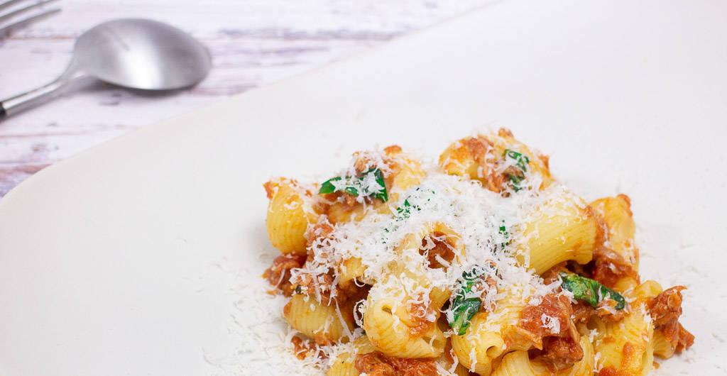 Pasta mit Thunfisch und Basilikum