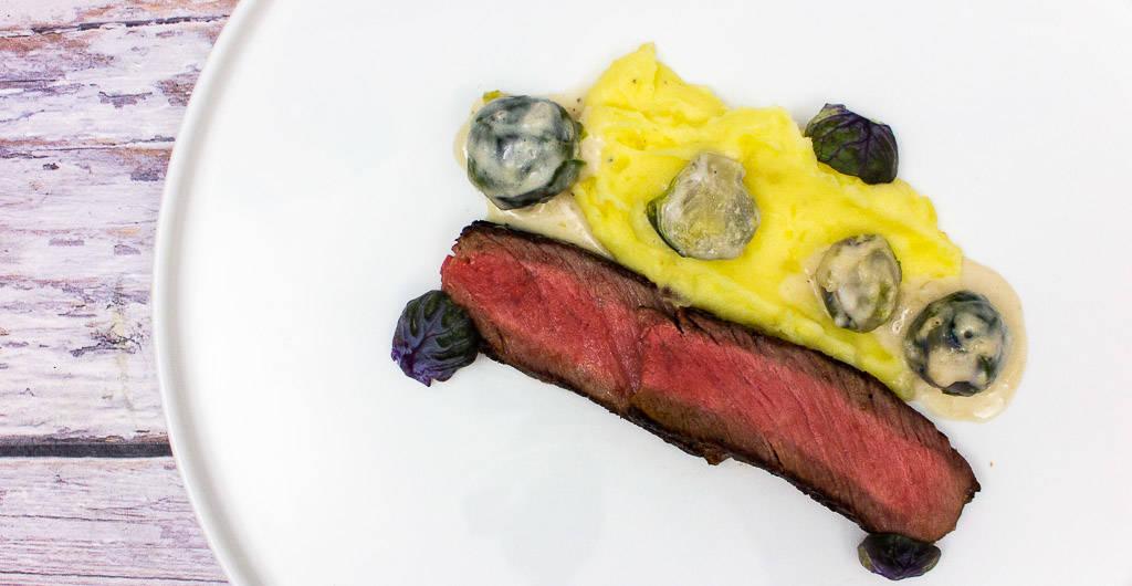 Rinderkotelett mit Rahmrosenkohl und Kartoffelstampf