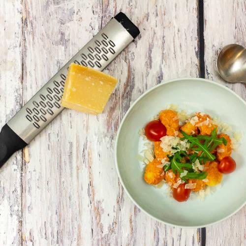Gnocchi mit cremiger Tomaten-Mascarpone-Sauce, Rucola und Kirschtomaten