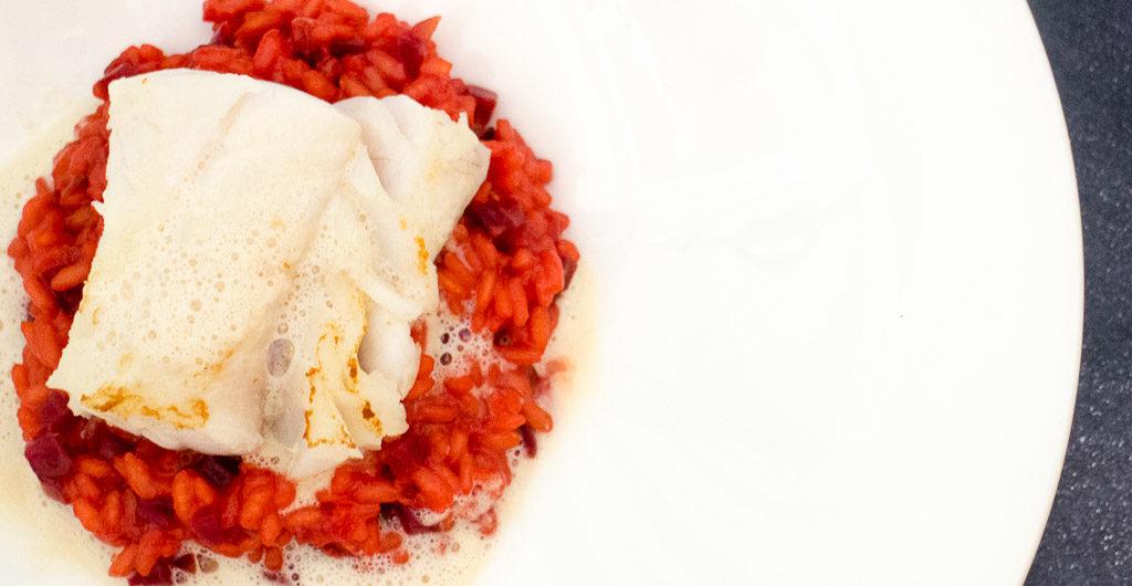 Rote-Bete-Risotto-mit-Skrei-Loin-und-Meerrettichschaum