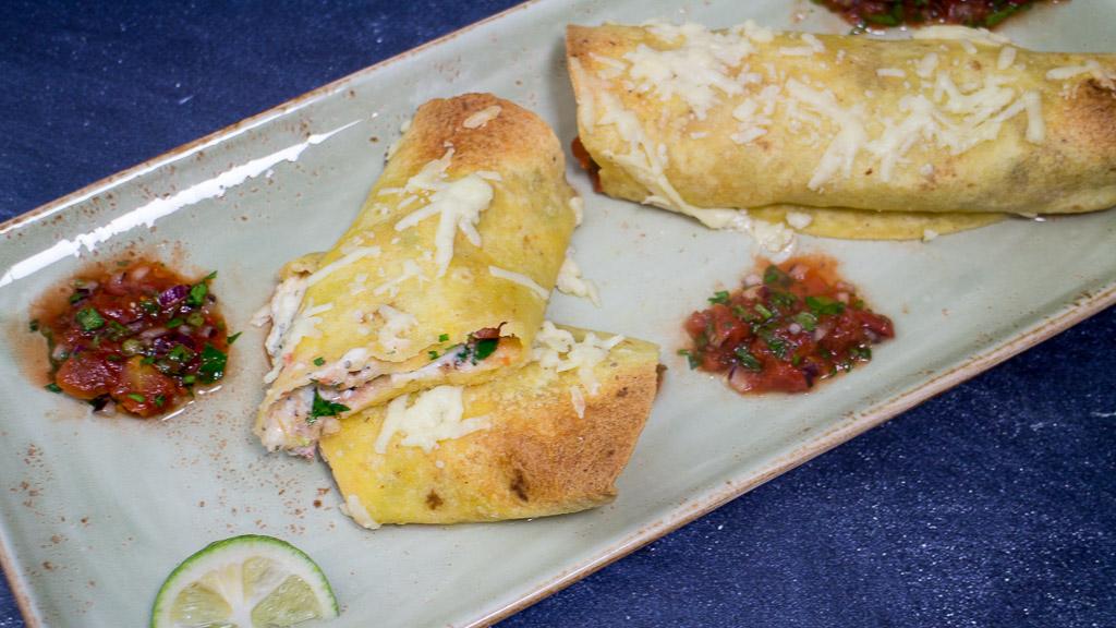 Enchiladas überbacken gefüllt mit Frischkäse und Tomaten